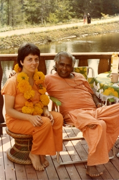 medium_1979_with_Swamiji